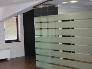 стъклени витрини  и дограма